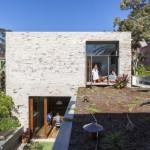 บ้านโมเดิร์นทรงกล่อง ให้อารมณ์ดิบๆจากปูนเปลือย ความเรียบง่ายของโครงสร้างและการใช้ชีวิต