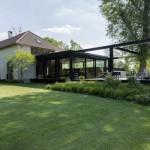 เปลี่ยนพื้นที่หน้าบ้าน ให้เป็นสวนเรือนกระจก เพื่อการพักผ่อนของคนมีสไตล์