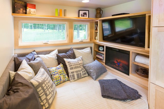 Escape-Traveler-Tiny-House-on-Wheels-Kelly-Davis-Dan-George-Dobrowolski-Den-Humble-Homes