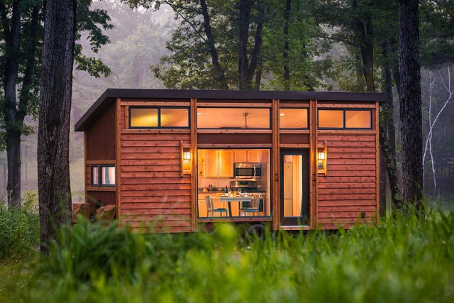 Escape-Traveler-Tiny-House-on-Wheels-Kelly-Davis-Dan-George-Dobrowolski-Exterior-Humble-Homes