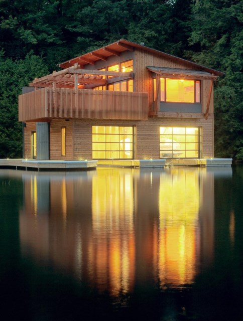 Lighting-Boathouse-Muskoka-Lakes-Ontario