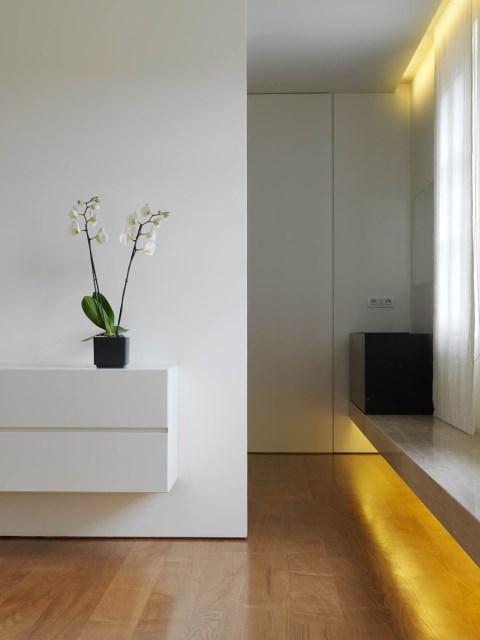 Minimalist-Interior-Tuscany-Italy-Bedroom-Lighting-1