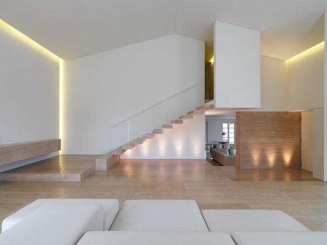 Minimalist-Interior-Tuscany-Italy-Contemporary-Stairs