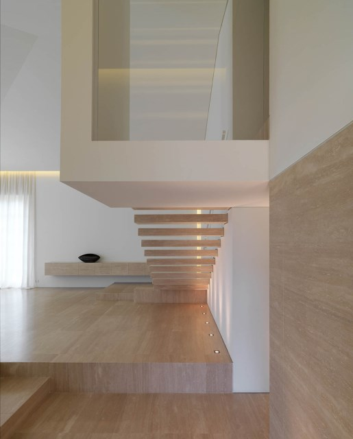 Minimalist-Interior-Tuscany-Italy-Stairs