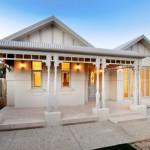 บ้านไม้วินเทจสีขาว ตกแต่งภายในโมเดิร์น เพื่อการใช้งานสมัยใหม่ของครอบครัว