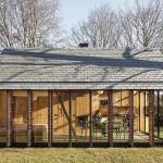 บ้านคอทเทจประยุกต์ โปร่งโล่งด้วยกระจก เหมาะสำหรับเป็นบ้านตากอากาศ หรือร้านกาแฟ