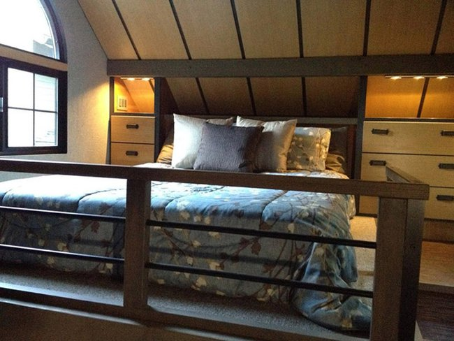 Tiny-House-Chris-Heininge-Oregon-Bedroom-Humble-Homes