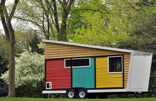 Tiny-House-Toybox-Tiny-House-Frank-Henderson-and-Paul-Schultz-Illinois-Exterior-Humble-Homes