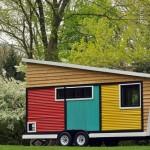 บ้านคอทเทจกระทัดรัด เล่นลวดลายและสีสัน มาในรูปรถบ้าน
