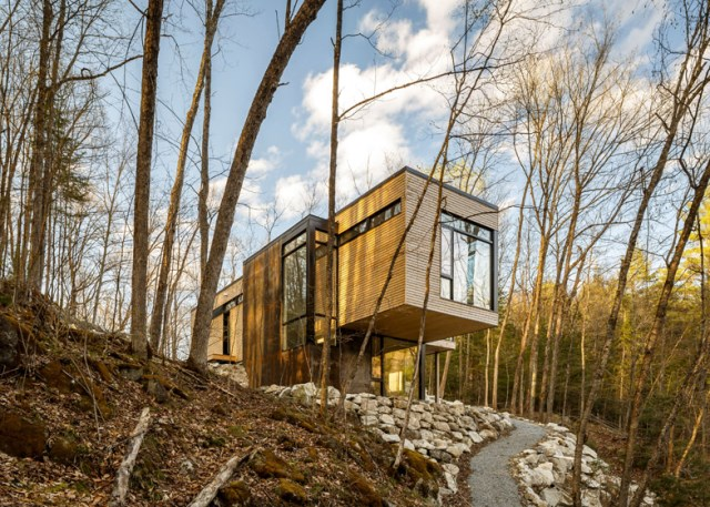 Val-Des-Monts-Retreat-Christopher-Simmonds-Ottawa-Exterior-Humble-Homes