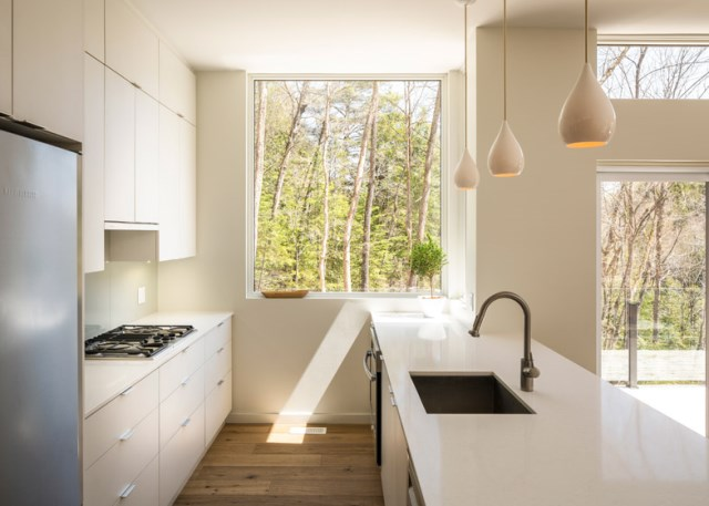 Val-Des-Monts-Retreat-Christopher-Simmonds-Ottawa-Kitchen-2-Humble-Homes