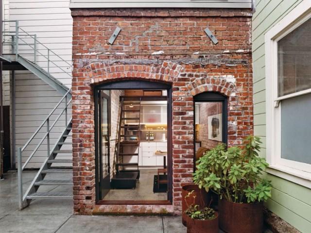 christi-azevedo-brick-house-exterior4