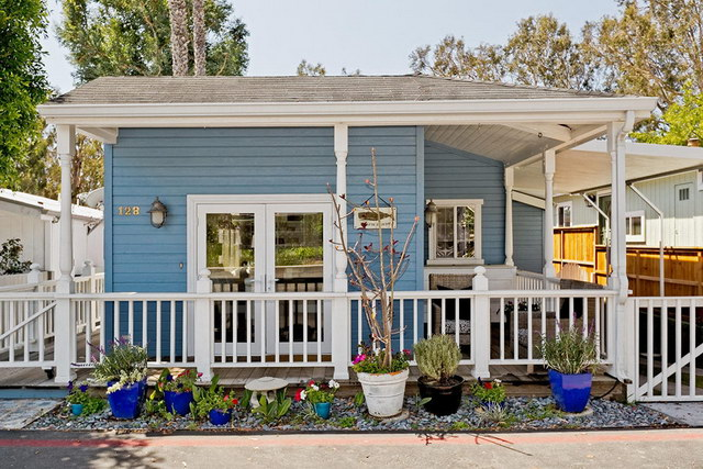 cozy-vintage-mobile-house-with-patio_2