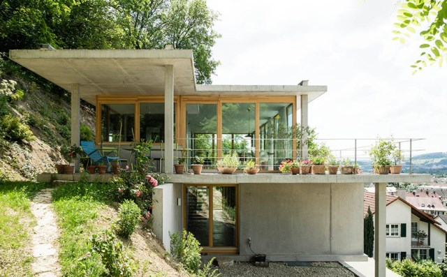 gian-salis-architekt-house-on-a-slope-wyhlen-germany-designboom-01