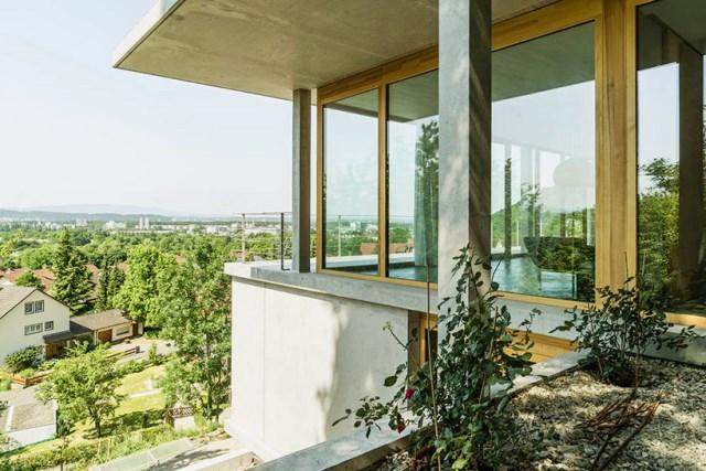gian-salis-architekt-house-on-a-slope-wyhlen-germany-designboom-04