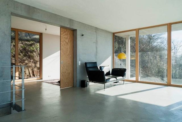 gian-salis-architekt-house-on-a-slope-wyhlen-germany-designboom-05