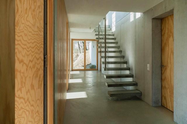 gian-salis-architekt-house-on-a-slope-wyhlen-germany-designboom-07