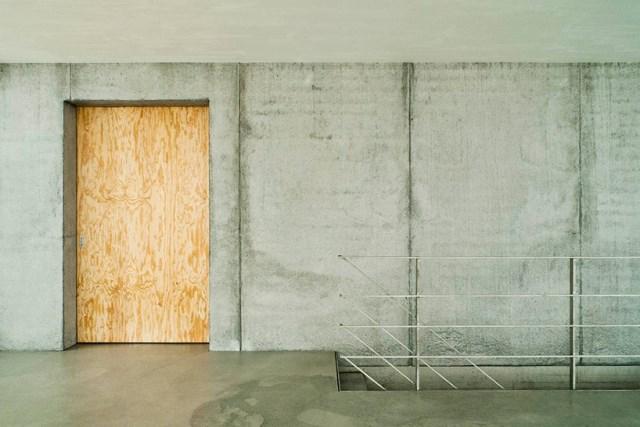 gian-salis-architekt-house-on-a-slope-wyhlen-germany-designboom-08