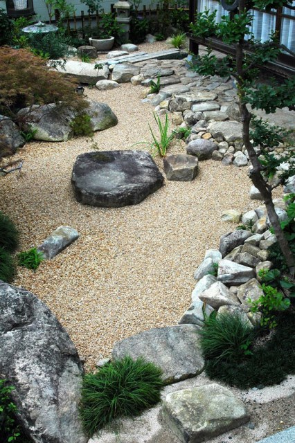japanese-courtyard-garden-with-stone-and-sand-elements