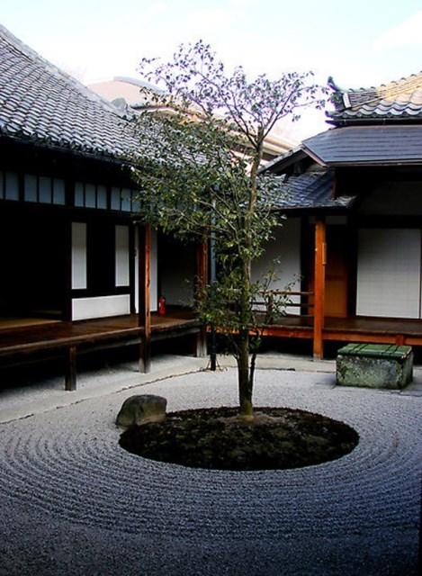 minimalist-japanese-courtyard-garden