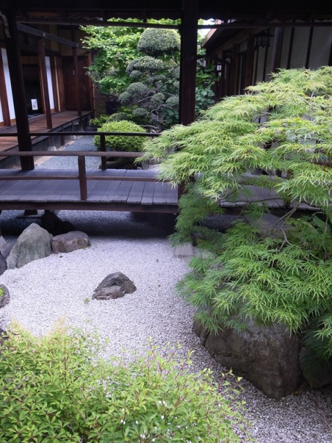 natural-japanese-courtyard-garden-ideas