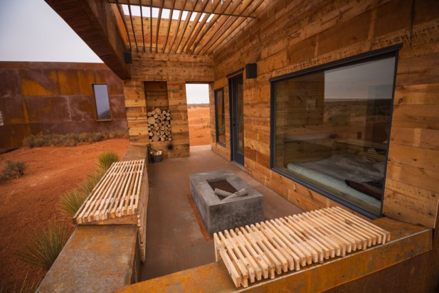 red-sands-cabins-design-build-bluff-mexican-water-chapter-designboom-03