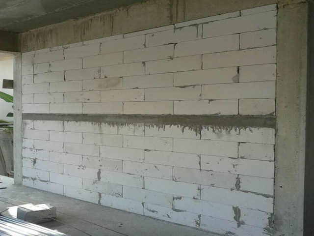 what-to-use-red-brick-or-lightweight-concrete (2)