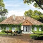บ้านขนาดกลางสไตล์วินเทจ ตกแต่งรอบบ้านไปกับไม้เลื้อย เพื่อวิถีชีวิตที่อิงแอบธรรมชาติ