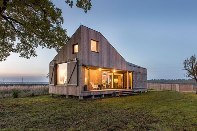 zilvar-house-ASGK-architects-czech-republic-designboom-01-818x545