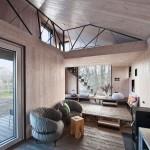บ้านคอทเทจขนาดเล็ก วัสดุตกแต่งจากไม้ และการดีไซน์แนวร่วมสมัย
