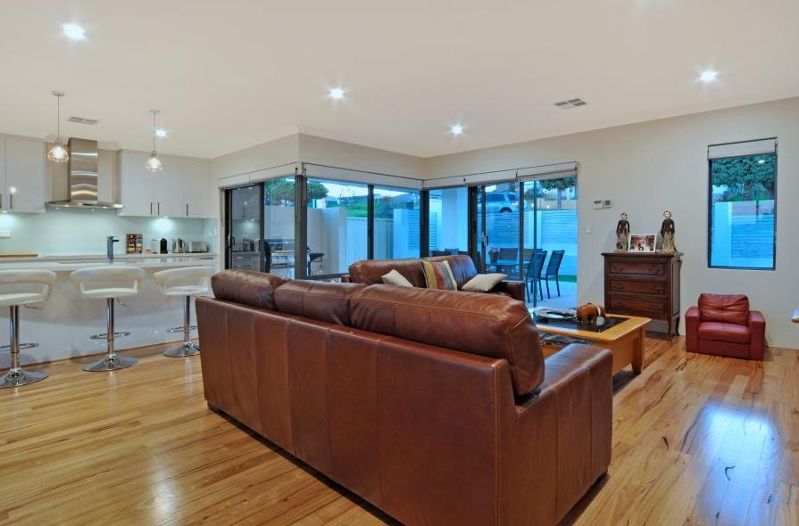 1-storey-white-modern-family-house (10)