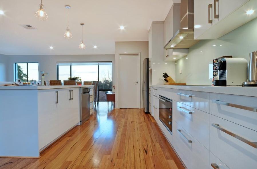 1-storey-white-modern-family-house (6)