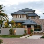 บ้านร่วมสมัยหลังใหญ่ ตกแต่งเน้นความภูมิฐาน จากรูปทรงและวัสดุ สะท้อนรสนิยมมีสไตล์