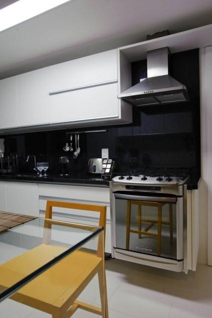 1296662433-house-carqueija-015-665x1000