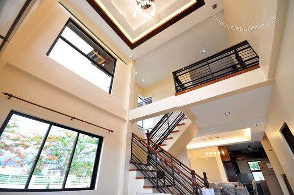 2-storey-brown-white-modern-tropical-house (19)
