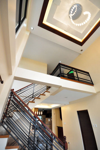 2-storey-brown-white-modern-tropical-house (22)
