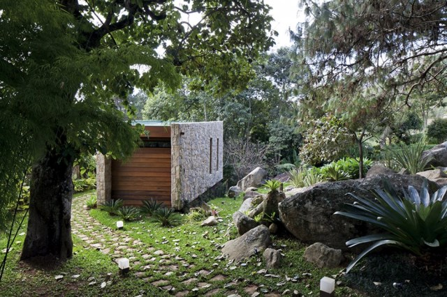 334-Square-Foot-Writer's-Retreat-in-Brazil-Path-to-House