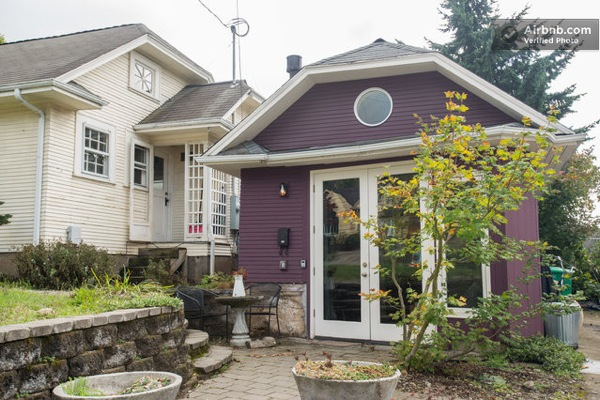 440-sq-ft-Tiny-Purple-Portland-House-01 (1)