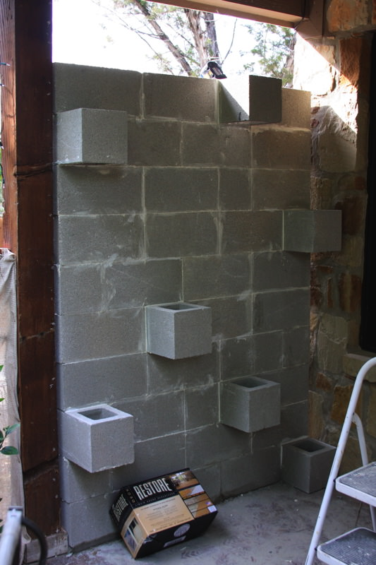 5 ways to use cinder blocks in the garden (12)
