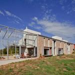 บ้านโมเดิร์นสไตล์ดิบ การผสมผสานของหินและอิฐโชว์แนว บนรสนิยมของคนสมัยใหม่