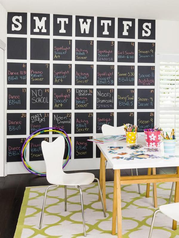 DIY-giant-chalkboard-calendar