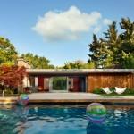 บ้านวิลล่ามาพร้อมสระว่ายน้ำ สไตล์โมเดิร์น ตกแต่งจากวัสดุไม้