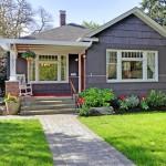 บ้านคอทเทจขนาดเล็ก ดีไซน์สวย มาพร้อมเฉลียงและสวนหลังบ้าน ถูกใจคนไทยสมัยใหม่