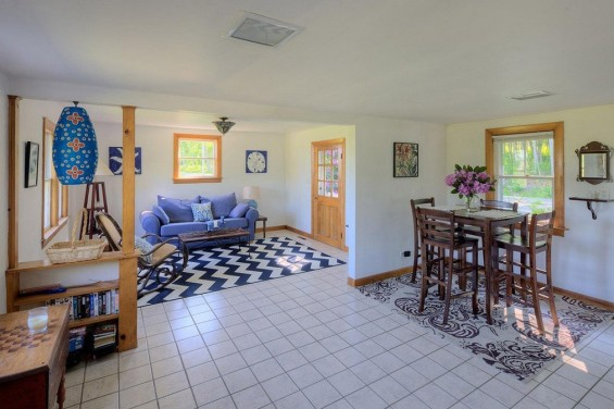 School-House-Turned-500-sq-ft-Tiny-Cottage-002-565x376