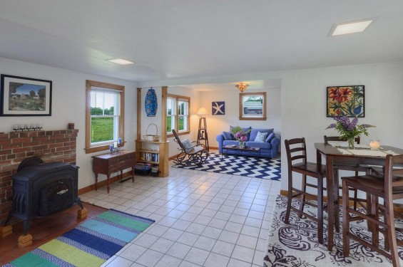 School-House-Turned-500-sq-ft-Tiny-Cottage-005-565x375