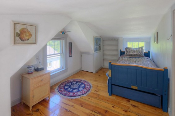 School-House-Turned-500-sq-ft-Tiny-Cottage-008-565x374