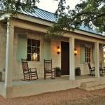 บ้านรัสติคขนาดเล็ก ตกแต่งสวยงามในโทนสี ภายในอบอุ่นแบบลักชูรี่