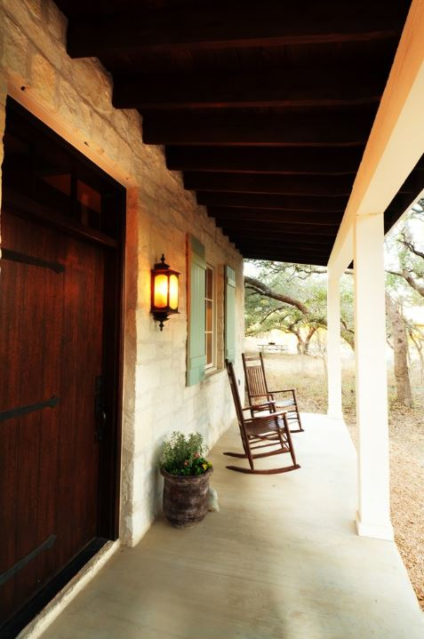 Stone-Cottage-Guest-House-in-Texas-2