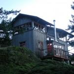 บ้านคอทเทจยกสูง วัสดุจากไม้ ตกแต่งภายในแบบอบอุ่น