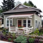 บ้านคอนเทจหลังคาจั่ว วัสดุจากไม้ มาพร้อมเฉลียงหน้าบ้าน